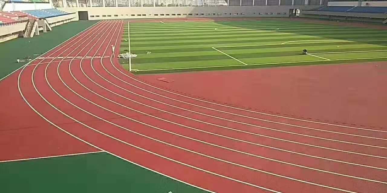 厦门必威体育直播客户端下载馆16000方新国标混合型塑胶跑道顺利完工