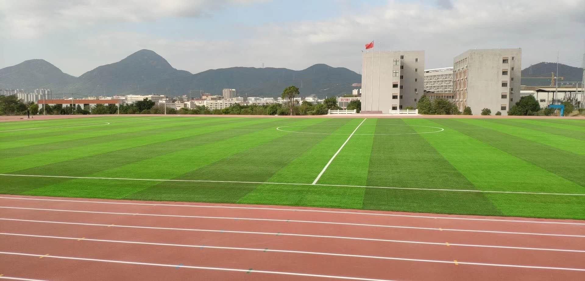 国网技培集训中心一期400m标场跑道足球场提前5天顺利通过验收,二期塑胶场地继续进行中;